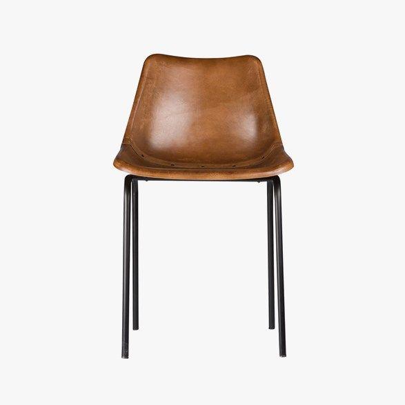 Bekväm stol från By On. Chair Auckland Brown är tillverkad i brunt getskinn och svart järn med en design som ger både komfort och stil vilket gör den perfekt vid matbordet. Material: Getskinn, järn Mått: B 44 cm, H 79 cm Vikt: 4 kg