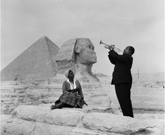 Louis Armstrong playing for his wife in Giza, 1961:
