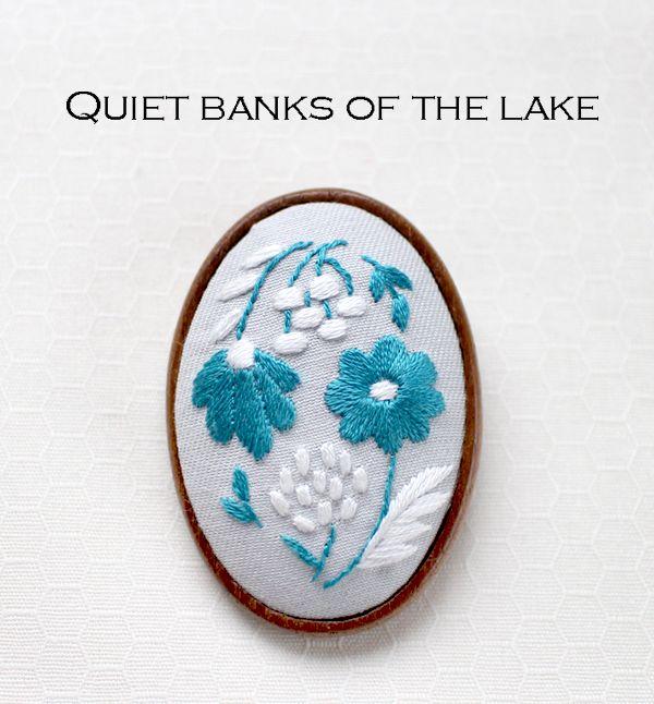 『静かな湖のほとり』ブローチ刺繍キット | net store ~アンナとラパン