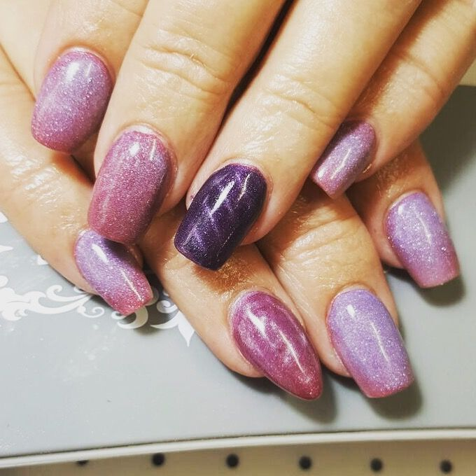 Beautiful colour changing acrylic with some magnetic accent nails . . . #acrylic #gel #nails #colourhangingacrylic