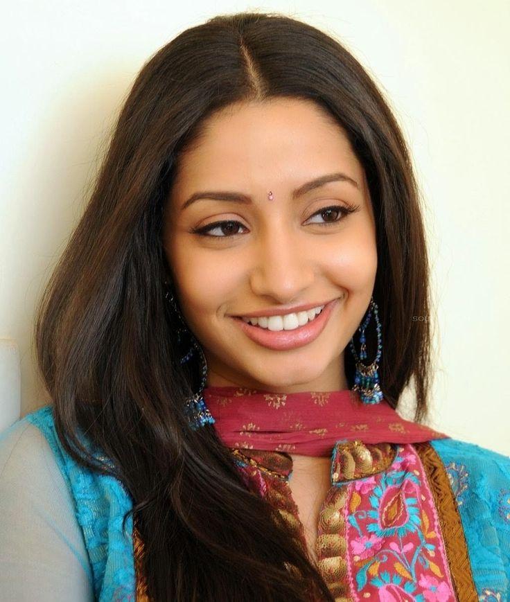 Maro charitra padhaharella vayasu akal telugu mp3 songs free.