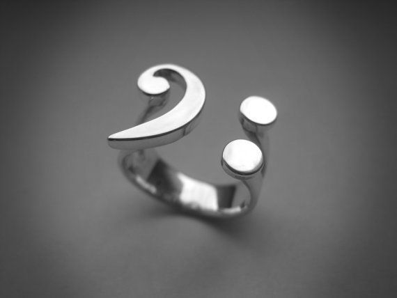 Gotta love this bass clef ring!