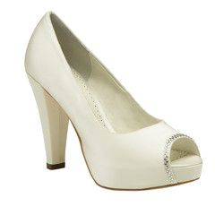 #weddingshoes #trousseaubridalshoes #bridalshoes Scarlet has a stylish covered platform and a cute peep-toe lined with Swarovski crystals. Check out www.trousseaubridalshoes.co.nz - worldwide shipping is available on our shoes, please contact us