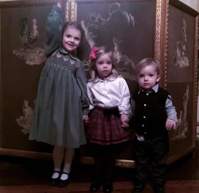 Royals & Fashion - Princess Madeleine has published a photo on her Facebook page of Estelle, Leonore and Nicolas. The snapshot was taken during a family Christmas lunch, held at the Royal Palace in Stockholm.