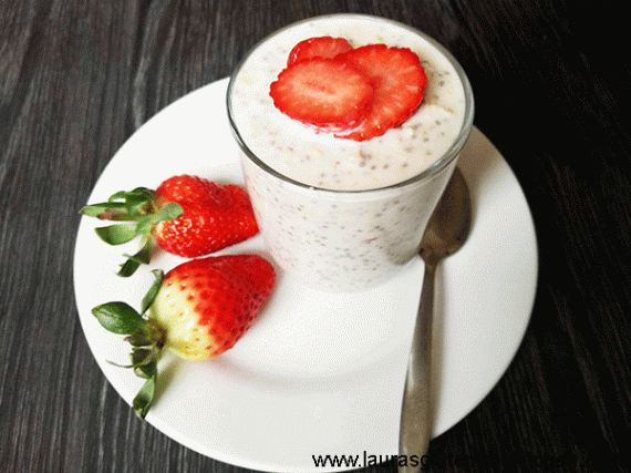 Gluten free strawberry cheesecake overnight oats --- Rich, smooth, creamy and fruity, these Gluten Free Strawberry Cheesecake Overnight Oats taste just as good as the real deal, but without all the fat and sugar you usually get in a slice of cheesecake