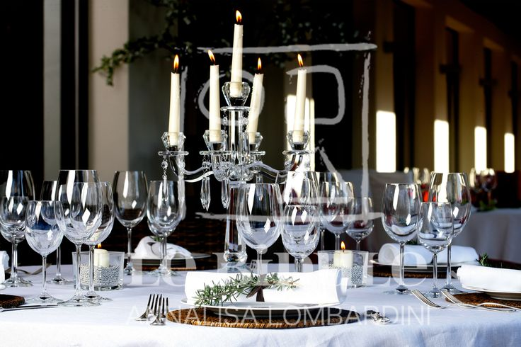 Matrimonio d'inverno: atmosfere a tavola - Winter wedding table set-up, with romantic chandelier by @nanni31 @LeBidule