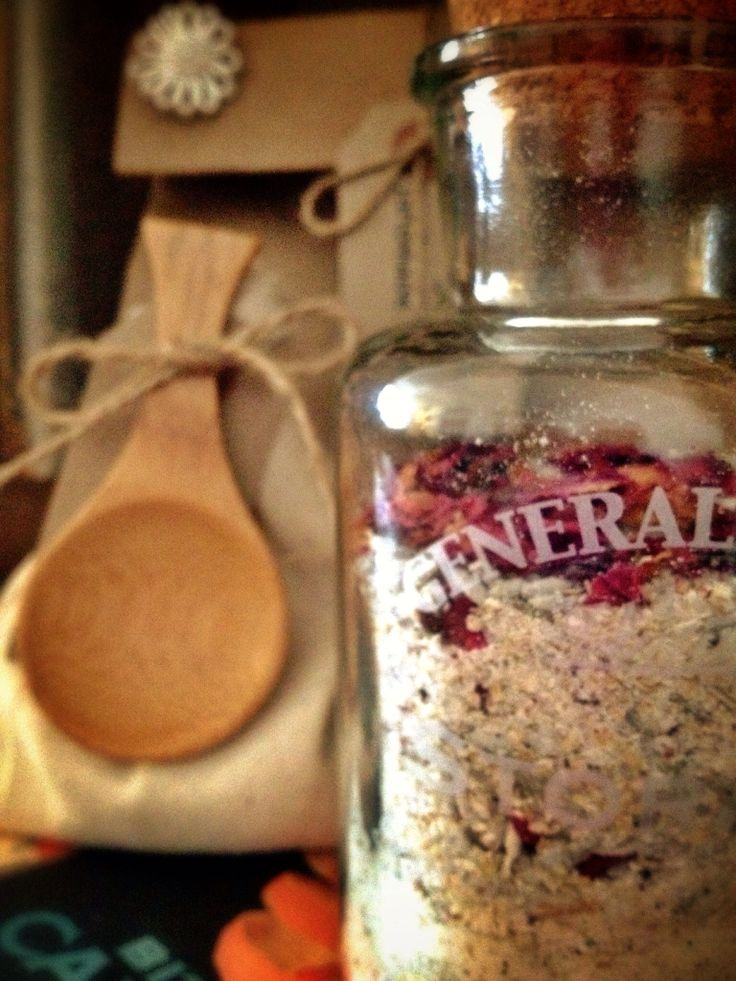 Tea Rose Bath Soak. Yummy oats, goats milk powder, sea salt, Epsom salt, lavender buds, Rose petals, camomile flowers. & pure essential oils. Packs a moisturising punch. Xxx