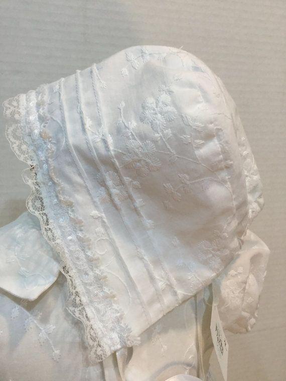 Usé una hermosa tela 100% algodón césped todo floral bordado para este precioso vestido, y qué bien formado! Un bonito collar se une a una blusa que es adornada con alforzas pasador. La blusa es afilada con el cordón tejido con cinta de raso, así que es el dobladillo de la falda larga
