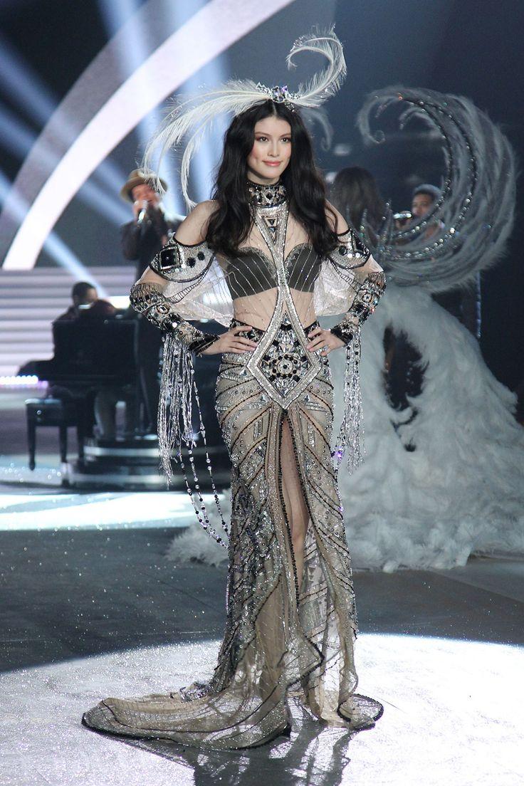 Sui He at the Victoria's Secret Fashion Show