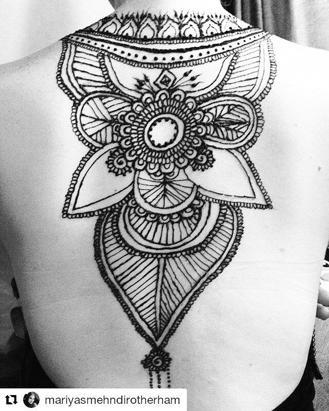 #follow@hennafamily #hennafamily #Repost @mariyasmehndirotherham Back henna for @jessica_kershaw92. Design originally by the very talented @hennashantalla. DM me for bookings!!! #mariyasmehndi #hennaartistrotherham #bridal #backhenna #tribal #hennaforalloccassions #holidayhenna  #booknow #followme
