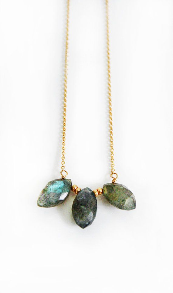 LABRADORITE point necklace por shopkei en Etsy, $50.00