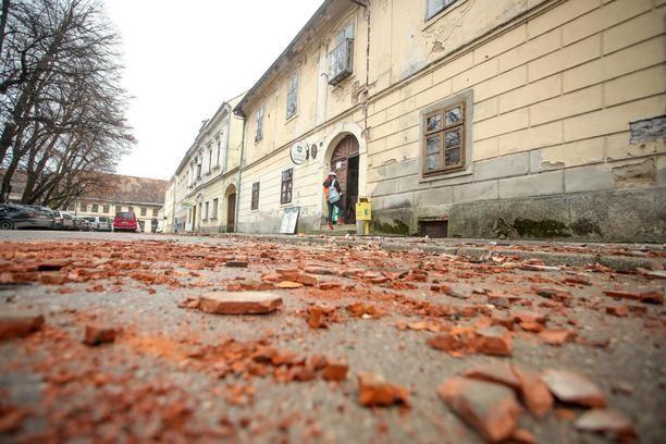 Vise Slabijih Potresa Vecina Na Podrucju Banije Zagreb Zatreslo 2 7 Prema Richteru Vecernji Hr In 2021 Road Alley Structures