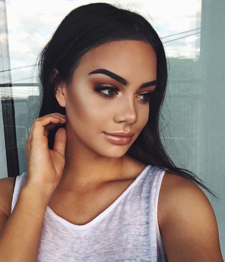 """""""Bronzey makeup deets: Brows: @anastasiabeverlyhills #dipbrow pomade in 'ebony' #anastasiabeverlyhills #abhbrows #anastasiabrows Glow:…"""""""