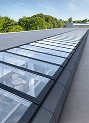 VELUX Lichtband Glasdach Modulares Oberlichtsystem Außenansicht