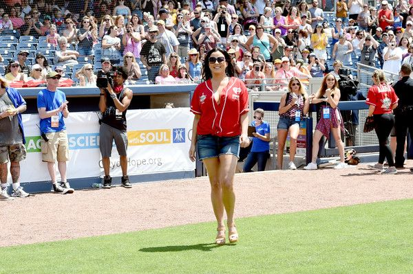 Sara Evans Photos Photos - Singer-songwriter Sara Evans shows off her softball skills for charity at the 27th Annual City of Hope Celebrity Softball Game at First Tennessee Park on June 10, 2017 in Nashville, Tennesse - City of Hope Celebrity Softball Game - Game