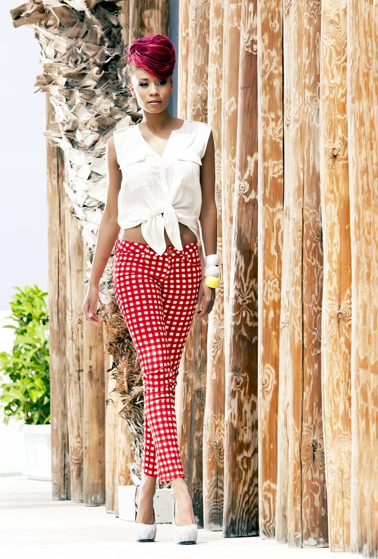 Η πανέμορφη Shaya Hansen φωτογραφήθηκε για το portal της     Li-LA-LO !! Κάντε κλικ στη φωτο για να δείτε όλη την εντυπωσιακή φωτογράφιση