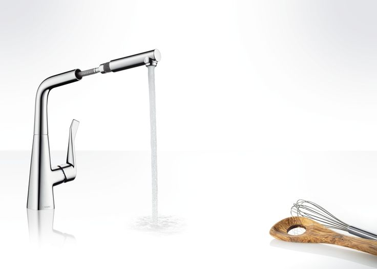 Perfect to hold and perfectly designed: The #Metris single lever #kitchen #mixer with pull-out spout and swivel function