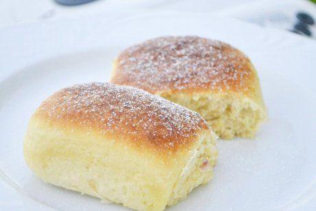 Köstliche Buchteln aus Hefeteig können auch im Brotbackautomat zubereitet werden. Das Rezept schmecken vorzüglich und ist luftig und leicht.