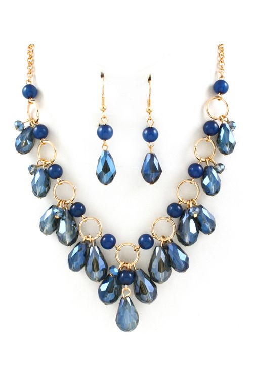 Inspiration for a fancy shmancy necklace, and a good use for all those briolettes I have.