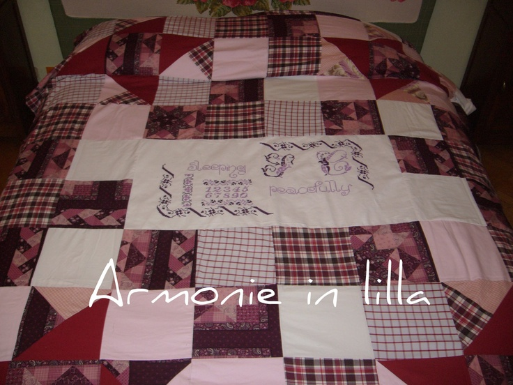 Copriletto in patchwork con inserti ricamati a punto croce Patchwork bedspread with embroidered inserts cross-stitch