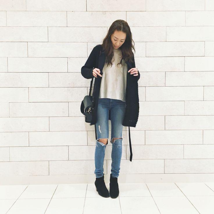 My style: Frame Denim ripped jeans, Isabel Marant dicker boots, Zara pullover sweater, Zara mock croc bag, Forever 21 cardigan #girlsinframe #zara #isabelmarant #theonlyspot #aritzia #dailylook #dailyoutfit #fashion #fashiondiaries #lookbook #mystyle #myaritzia #NowhereEverywhere #ootd #outfit #ootdwatch #style #stylegram #styleinspo #streetlook #streetstyle #streetfashion #wiwt #whatiwore #forever21