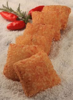 Pastel de tapioca com recheio de camarão da chef Kátia Barbosa