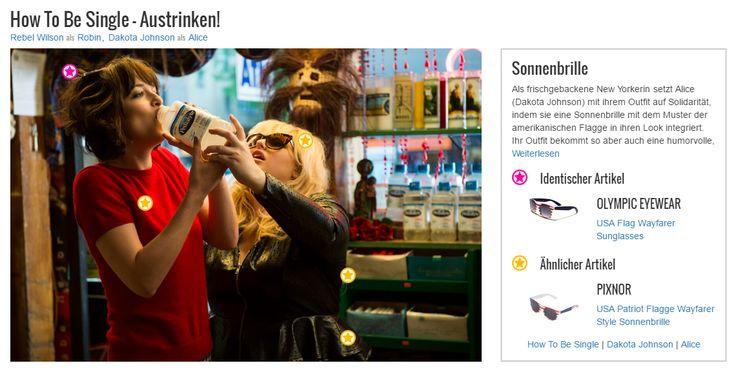 Als frischgebackene New Yorkerin setzt Alice (Dakota Johnson) mit ihrem Outfit auf Solidarität, indem sie eine Sonnenbrille mit dem Muster der amerikanischen Flagge in ihren Look integriert. Ihr Outfit bekommt so aber auch eine humorvolle, verspielte Note und passt zum quirligen Wesen der Rechtsanwaltsgehilfin.