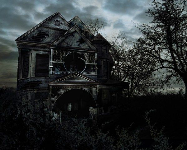 How To Avoid Ticking Off The Actors In A Haunted House Houses Are Fun Part Of Here Some Tips About Etiquette And Common Sense