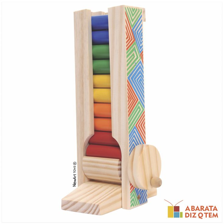 Manivela Maluca - Jogo de Madeira - A Manivela Maluca é um brinquedo educativo super divertido. Ao girar a manivela, os pinos coloridos vão saindo da caixa, a cada novo giro, uma nova cor. É um ótimo brinquedo pedagógico para auxiliar no desenvolvimento da coordenação motora e desenvolvimento visual.
