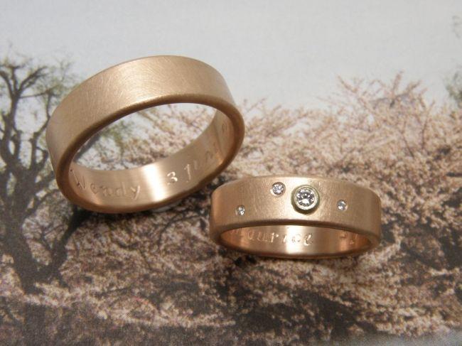 * wedding rings | oogst-sieraden * Trouwringen * Vlakke ringen met ronde zijkanten in mat roodgoud * In haar ring 0,05 crt en 0,01 en 2x 0,005 crt diamant * Maatwerk *