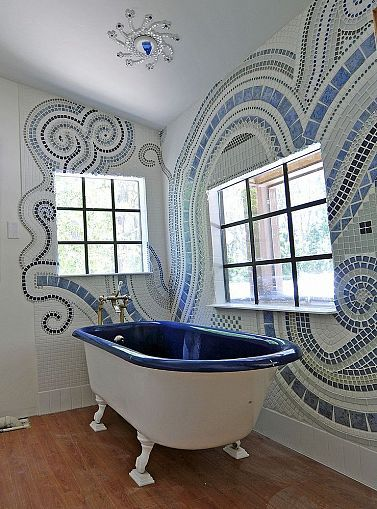 bathroom mosaic The Empress Of Dirt @ my mom...this tub is amazing! LOVE, LOVE