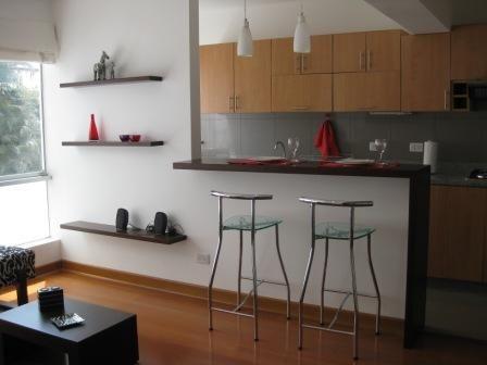 Barra de material (aprovechar el lado de la cocina para guardado).