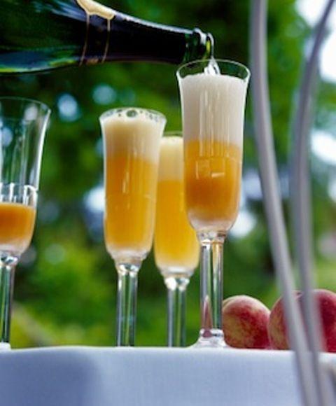 Διαβάστε τη συνταγή για Cocktail Bellini και πάμε μαζί να φτιάξουμε ένα από τα πιο απολαυστικά long drinks cocktails με σαμπάνια.
