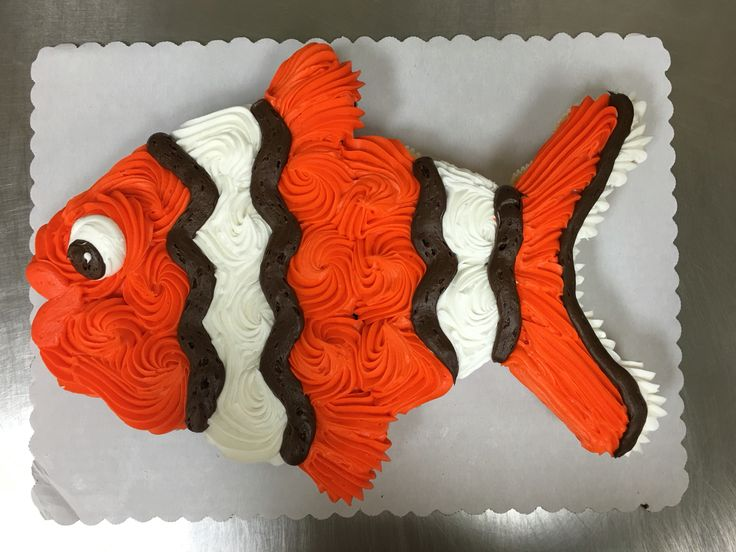 Clown fish cupcake cake made with 24 cupcakes and buttercream icing by Laurie Grissom