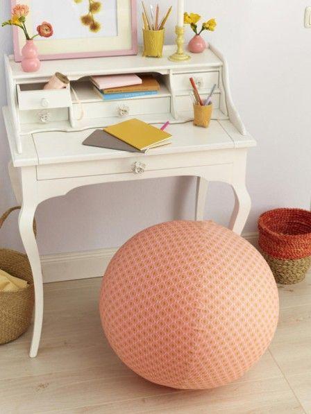 Dieser Sitzball ist nicht nur gut für Ihren Rücken, er sieht auch noch super aus. Gestalten Sie ihn mit unserer Anleitung für Ihr Home-Office.
