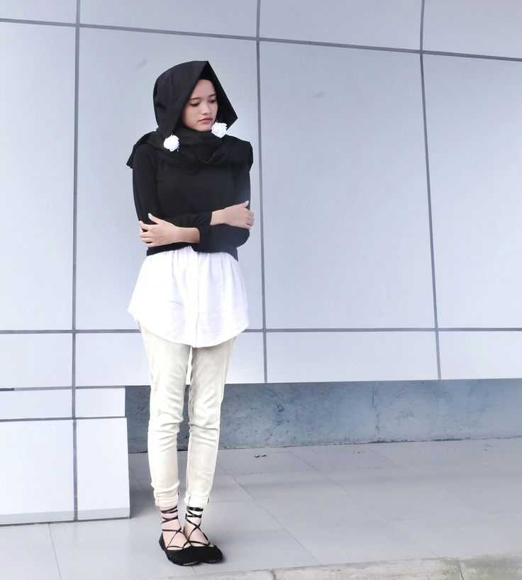 Hijab black and white. This is how I wear my pompom earrings and ballerina shoes