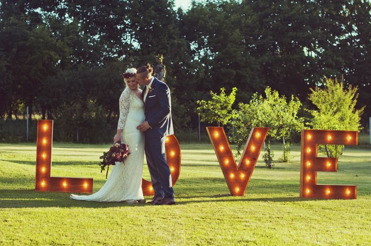 świetlny drewniany napis love na wesele / napis na wesele /  fot. Blackgalaxy Photography