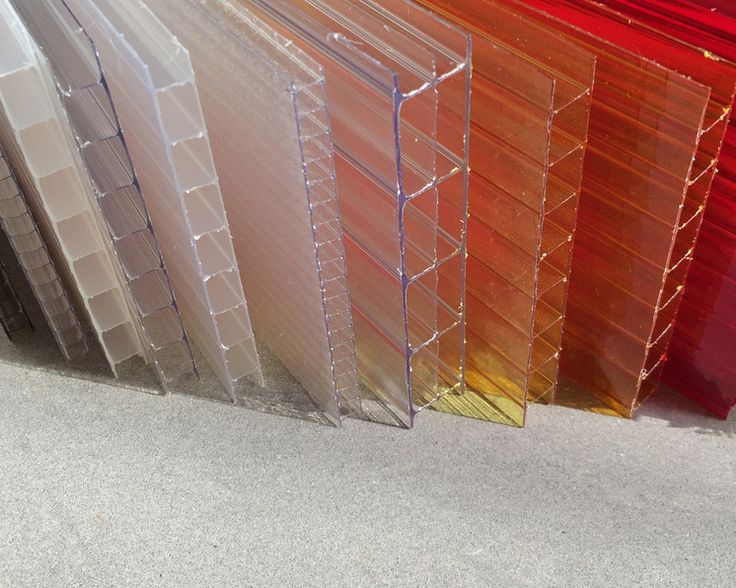 Structured multiwall sheet plastic is an extruded polycarbonate panel that can be used in place of glass in a variety of applications indoors and out. The inner and outer layers are connected by fins that create channel-like flutes. This interior structure is similar to an I-beam, lending the sheet stability and special thermal properties.