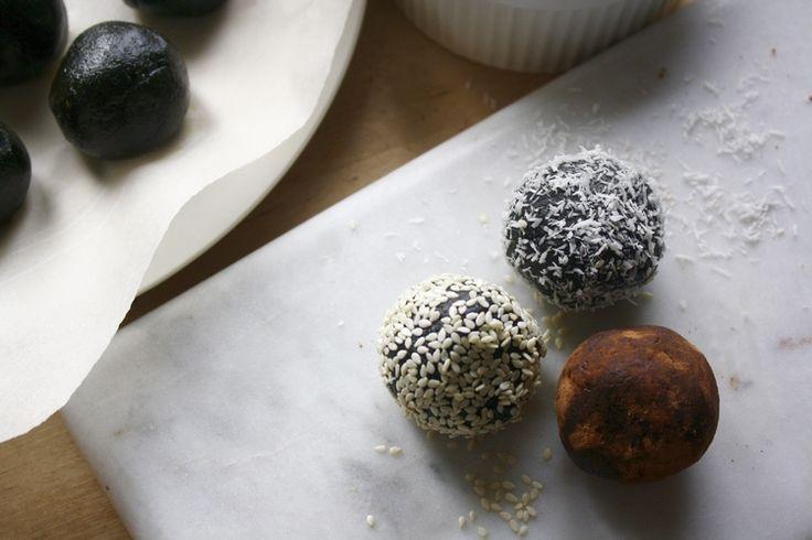 Spirulina Energy Balls — MANIFEAST NUTRITION