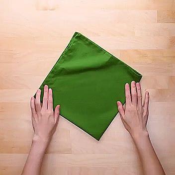 Fold napkins into an Xmas tree - 9GAG