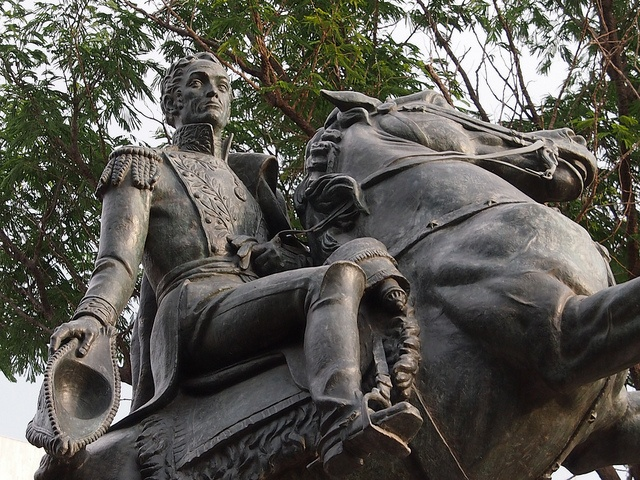 #Colombiaenmadrid Estatua de Simón Bolívar en Plaza Bolivar Santa Marta Colombia P5312739 by Vagamundos.net/Carlos Olmo, via Flickr