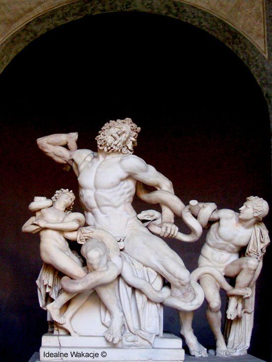 Grupa Laokoona, będąca według części badaczy dziełem greckim z okresu hellenistycznego, według innych – rzymską kopią hellenistycznego oryginału. W związku z tymi wątpliwościami datowanie dzieła jest różne i rozciąga się między II w. p.n.e. a I w. n.e. Istnieje także hipoteza, uznająca Grupę Laokoona za fałszerstwo autorstwa Michała Anioła. -Museo Pio-Clementino-