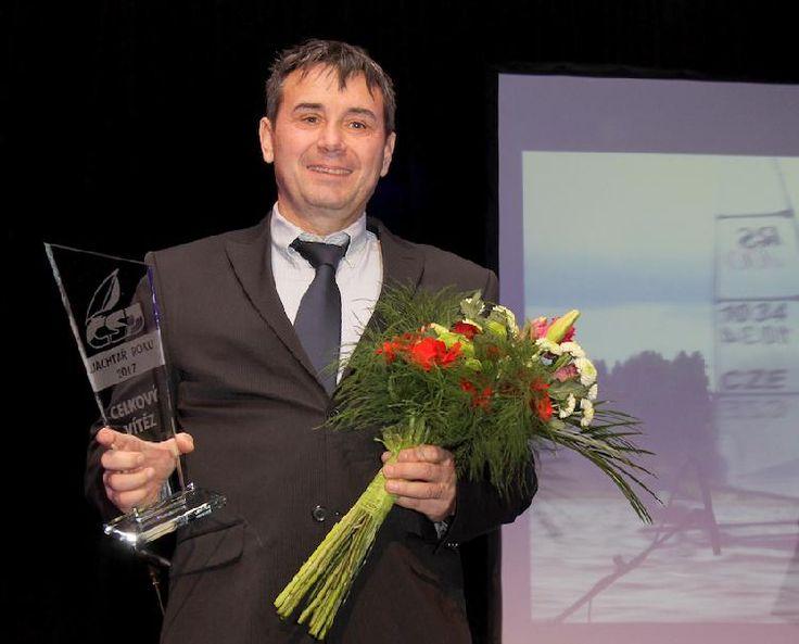 K padesátinám titul Jachtař roku 2017 Jachtařem roku 2017 se stal zkušený závodník Milan Hájek a zároveň ovládl i kategorii Muži. Těsně před padesátými narozeninami, které oslaví 21. ledna, konečně dosáhl na tuto individuální prestižní trofej a dokázal, že úspěšným jachtařem můžete být v každém věku. V loňském roce vyhrál mistrovství... http://prazsky-zpravodaj.cz/sport/jine-sporty/k-padesatinam-titul-jachtar-roku-2017/ http://pr