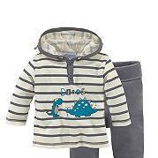 Детская одежда должна быть комфортной, поэтому советуем купить для вашего малыша комплект от Klitzeklein в нашем интернет-магазине! Полосатая толстовка с капюшоном декорирована забавным принтом спереди. Ее дополняют однотонные контрастные брюки с практичным эластичным поясом. Свободный покрой и джерси из чистого хлопка обеспечат ребенку комфорт на весь день. Толстовка и брюки от Klitzeklein - разумный выбор для детей! за 1799р.- от Otto