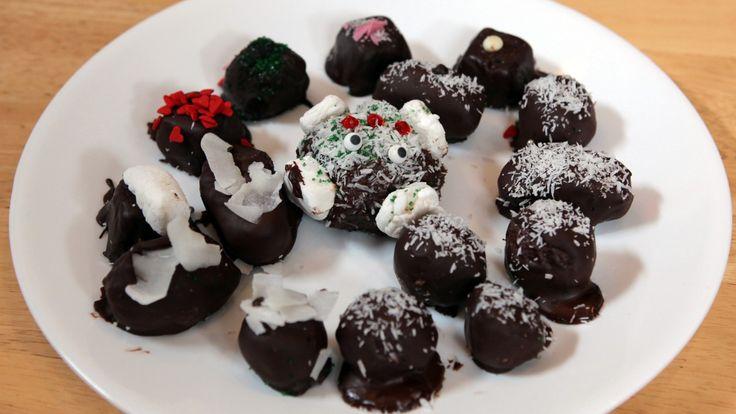 Enkel konfekt laget av kokos og kondensert melk. Med trekk av sjokolade.