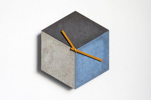 Geometrische Wanduhr aus Beton, moderne Wohndeko / geometrical wall clock made of cement, modern home decor made by betonIDEE via DaWanda.com