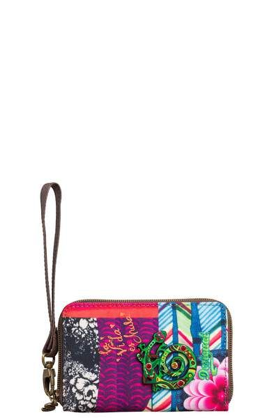 This purse will make you smile with its multicolored print and raised dragon design. It has a compartment for coins with a zip fastening and tab, and slots for cards inside. It measures 17 x 2 x 9cm. Happy accessories!