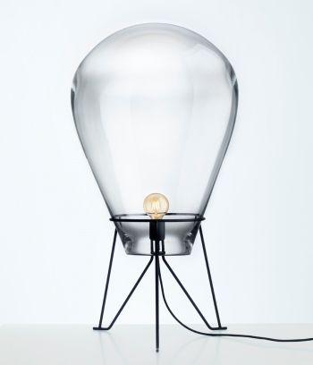 Den vakre lampen Tim fra Bomma lages av krystallglass. Den munnblåses og kan derfor variere i mål (se størrelsespesifikasjon).  Leveringstid: ca 8-10 uker