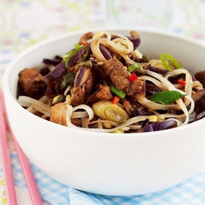 Wok noodles with marinaded pork and sprouts