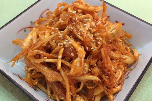 韓国の発酵調味料「コチュジャン」 日本の代表的な発酵調味料と言えば、味噌や醤油が思い浮かびます。お隣の国、韓国の代表的な発酵調味料と言えば、なんと言っても「コチュジャン」です。コチュジャンはもち米麹を中心に唐辛子や醤油などで調味し、発酵熟成して作られま...